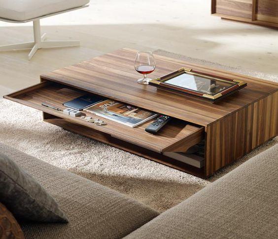 Le tiroir est un plus pour cette table basse fonctionnelle.