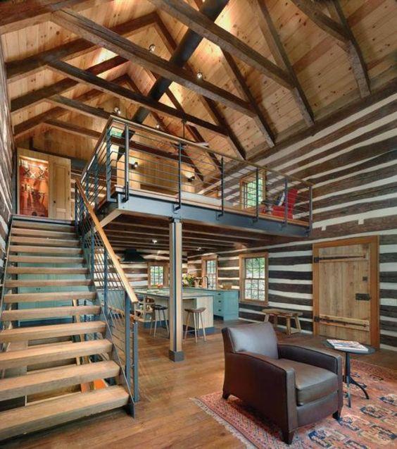 La mezzanine industriellle une solutiion pour optimiser l'espace et facile d'accès grâce à son escalier droit.