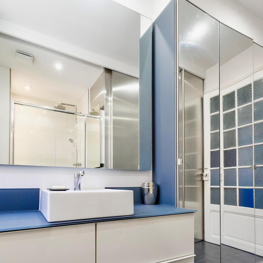 Réalisation d'une salle de bains dans un appartement bourgeois à Nice.