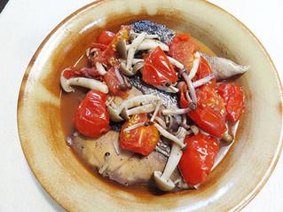 鮭とトマトのワイン蒸し