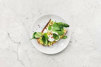 vegetable-sandwich-on-plate-1095550.jpg