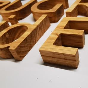 Lettre en bois chêne claire