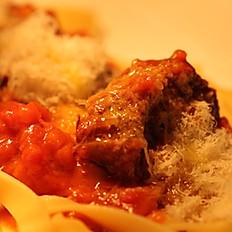 Tagliatelle con bragiole di carne wagyu (Tagliatelle with stew wagyu beef)