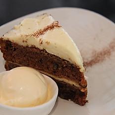 Torta di Carote con Gelato alla Vaniglia (Carrot cake with vanilla ice-cream)