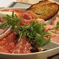Salumi e mozzarella (Italian cured meat platter and mozzarella)