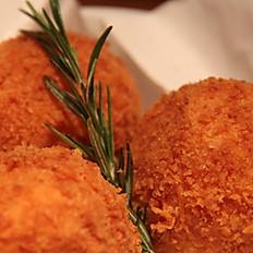 Arancini e Mozzarella (Stuffed rice balls)