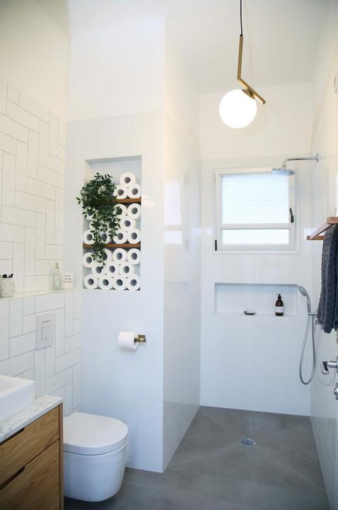 מקלחת הורים. נישה לגלילי נייר טואלט