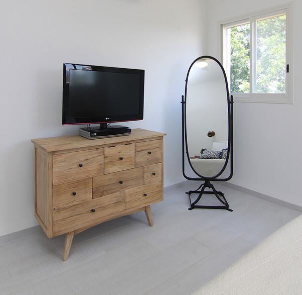 פינת טלויזיה בחדר שינה