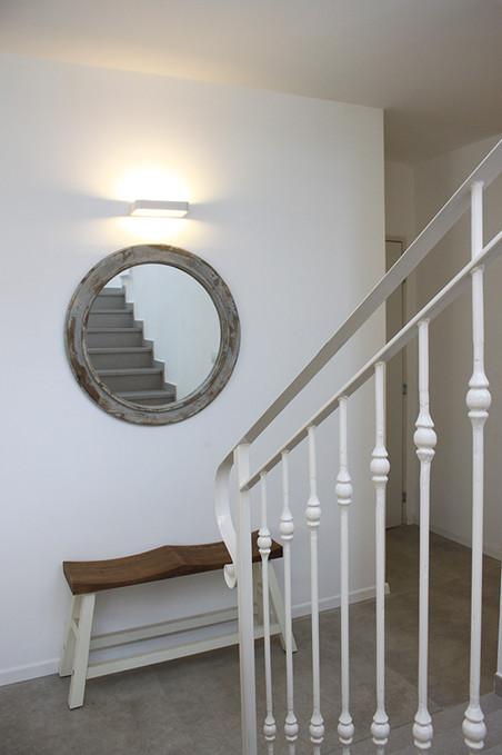 מראה לכיוון המדרגות
