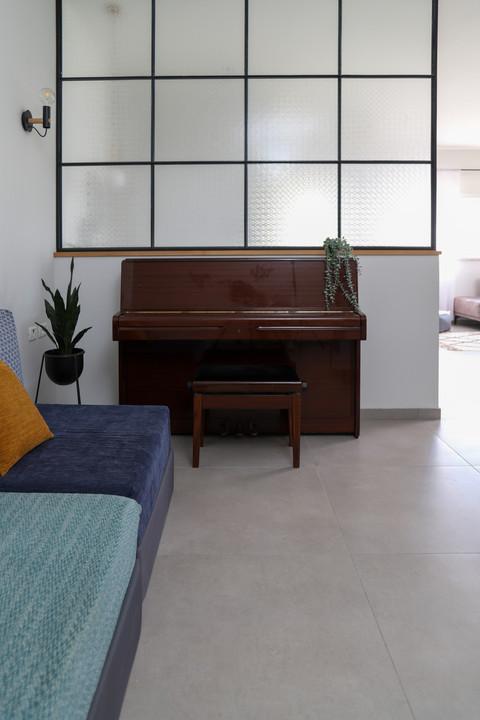 פסנתר בחדר משפחה