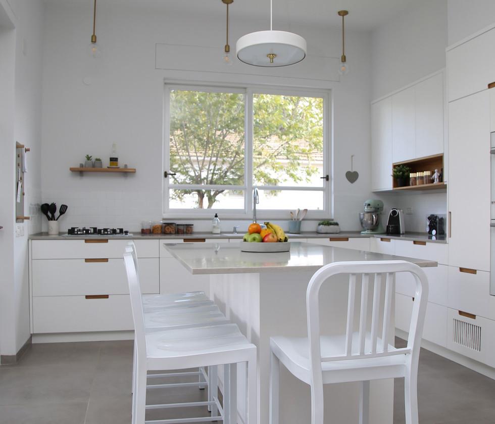 המטבח והאי במטבח