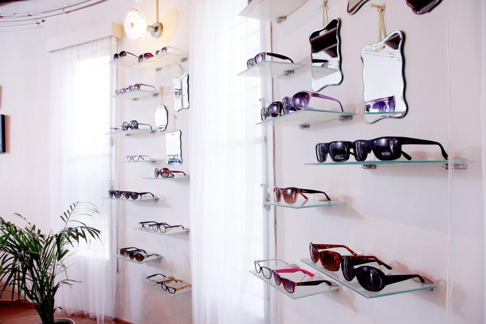מדפי למשקפיים