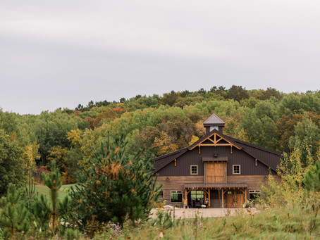 This Upscale Retreat Barn Venue in Minnesota Will Have You Swooning!  Barn at Stoney Hills (Cushing)