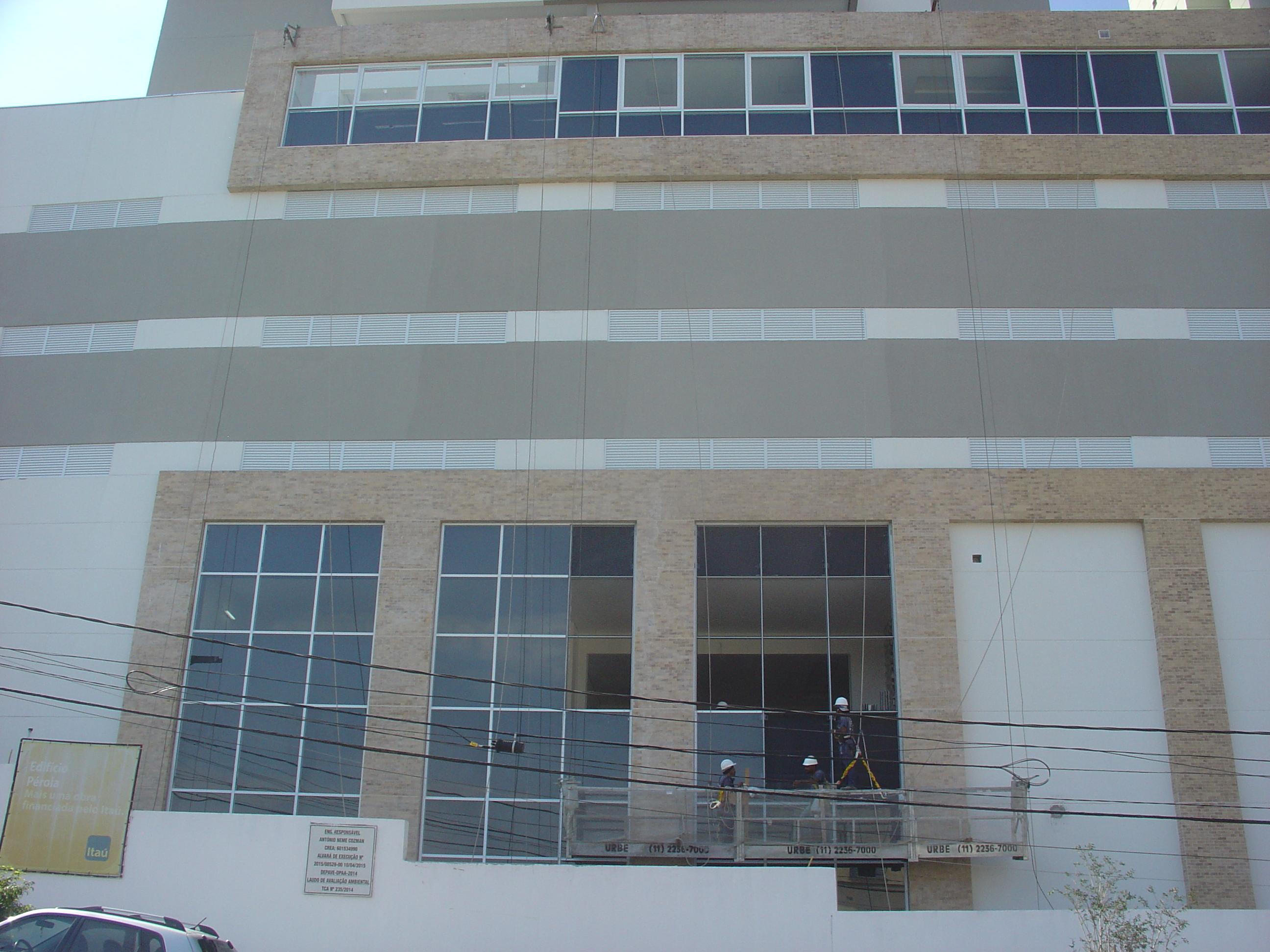 Instalação da fachada de vidro
