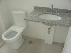 Louças, tampos e metais do banheiro