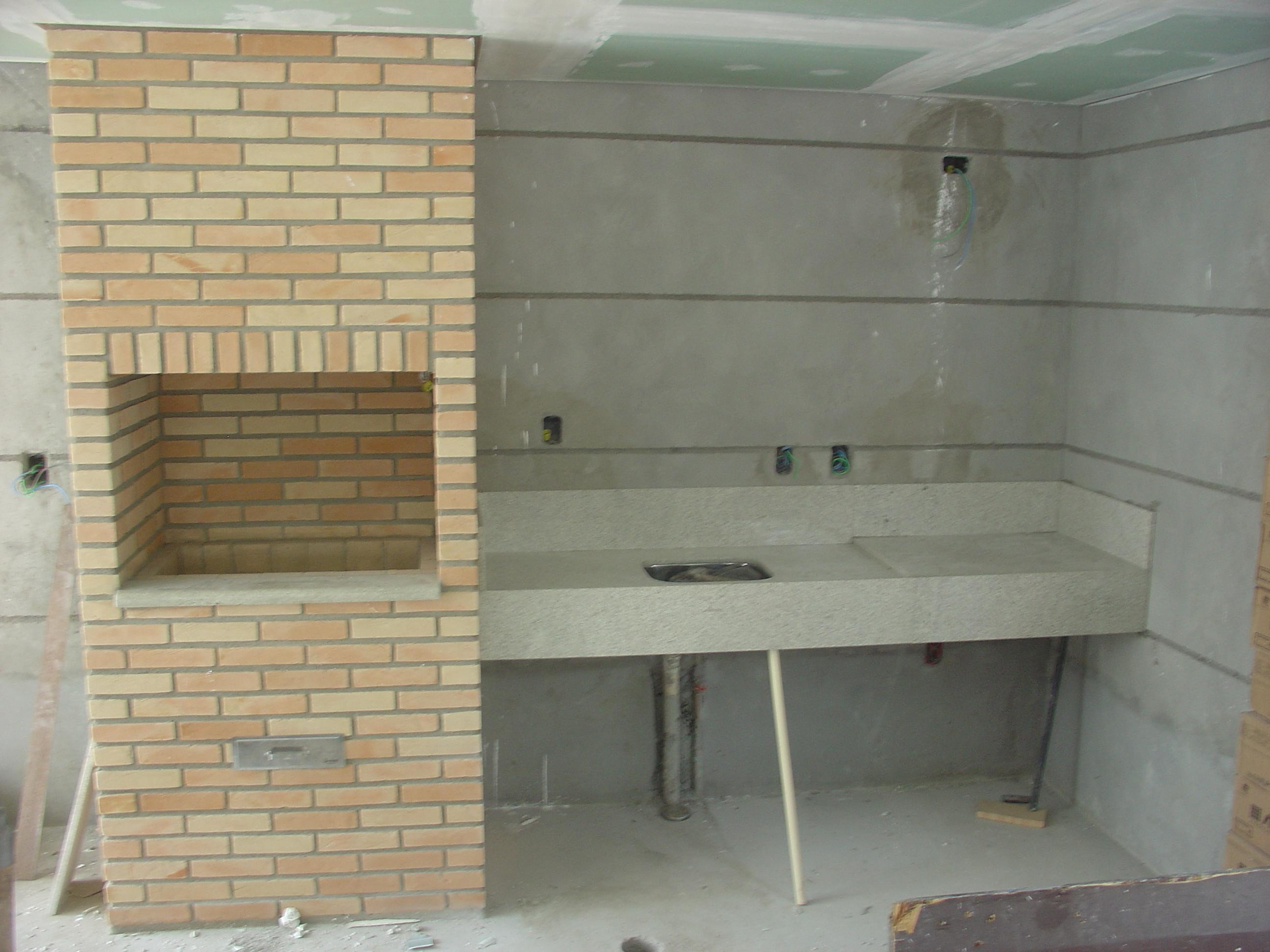 Instalação tampos na churrasqueira