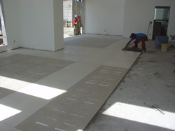 Colocação de piso no salão de festas