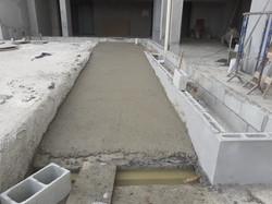 Concretagem da rampa de acesso ao deck das piscinas