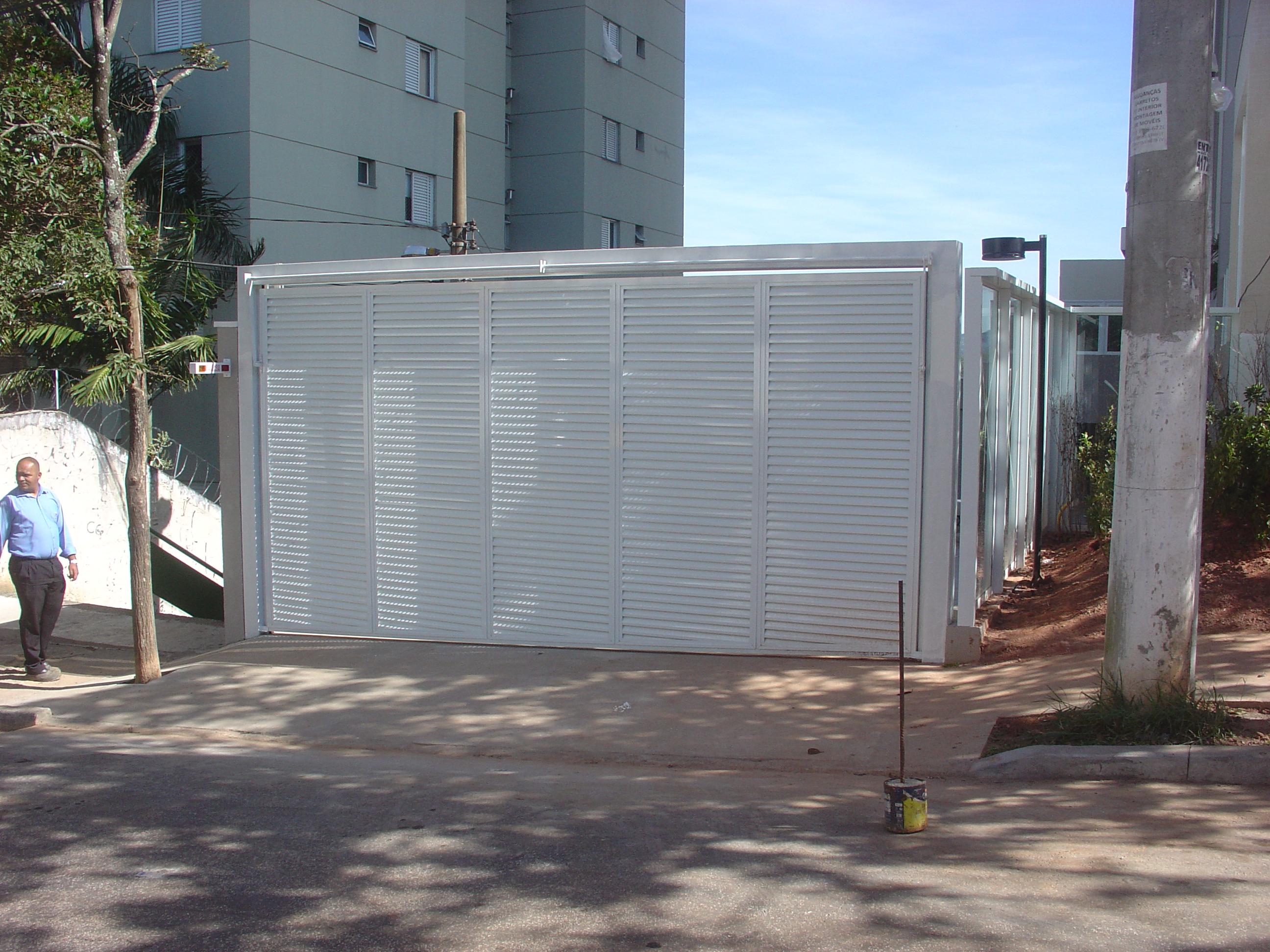 Portão da garagem instalado