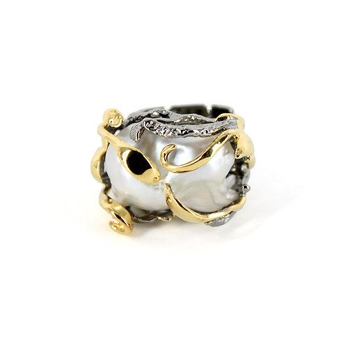 Ivy Baroque Pearl Ring