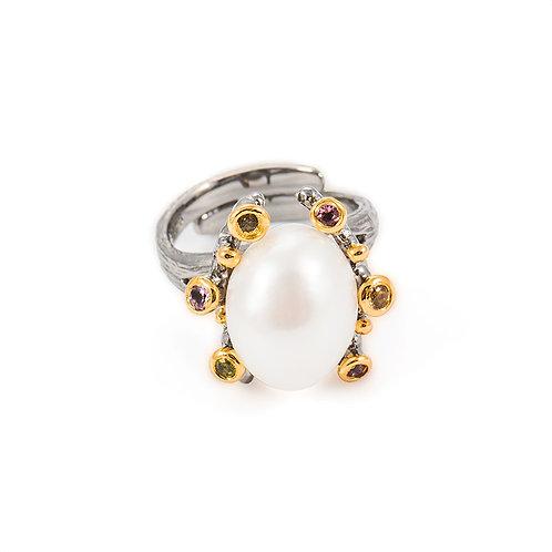 La petite pearl ring