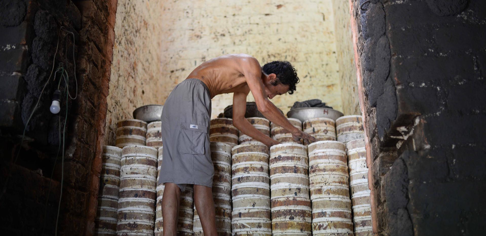 thợ làm gốm kim lan