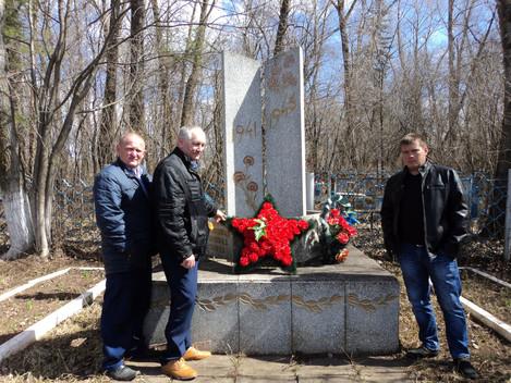9 мая по традиции были возложены венки к памятникам Великой Отечественной войны. На снимках возложен