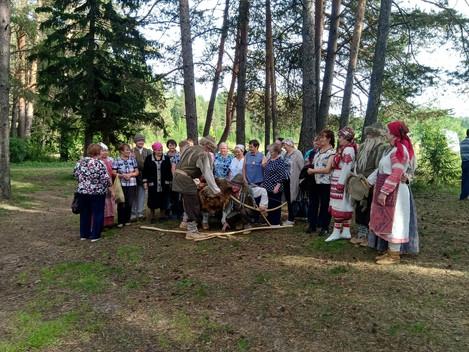 Сегодня дебесскую землю посетили туристы из Балезинского района. Программа была насыщенная и яркая.
