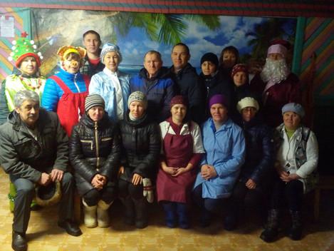Эти два дня были очень насыщенными. Команда Деда Мороза были в гостях во многих молочно-товарных фер