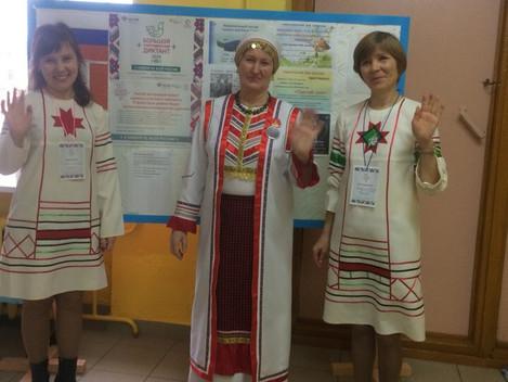 Народов много-страна одна  На площадке Сюрногуртской СОШ собралось 32 участника, для написания больш