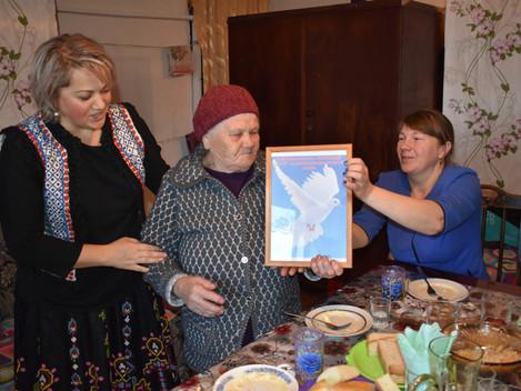 Голубь мира прилетел в русскую семью  30 октября сотрудники Дебёсского информационно - методического