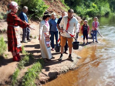 Свадьба по-дебёсски для туристов    Тридцатилетний   свадебный юбилей  супружеская пара из г. Ижевск
