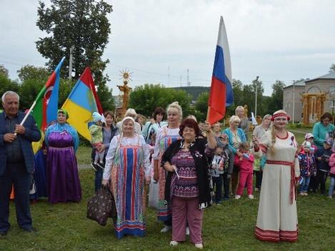 в парке «Чупчипал» прошёл второй межрайонный фестиваль «Все флаги в гости к нам», посвящённый Дню го