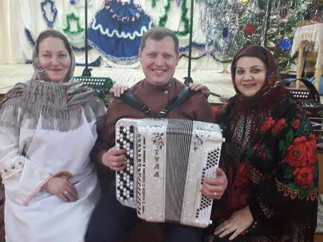 Сегодня в Центре русской культуры « Рябинушка» в д. Нижняя Пыхта прошло яркое, красочное мероприятие