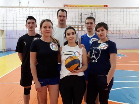 В День народного единства, каждый год спорткомитет организовывает товарищеские встречи по волейболу.