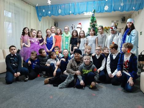 Новый год все ближе и ближе,Деду Морозу и Снегурочке все больше и больше работы. 26 декабря Баба Яга