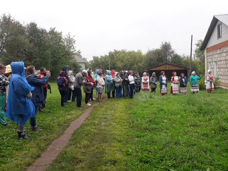 На улице дождь, но нам погода нипочём! Сегодня Дебесский район принимал группу туристов из города Пе