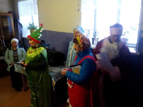У кого что, а у нас зажигаются новогодние елочки. 11 декабря отдел нестационарного обслуживания насе