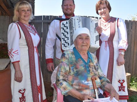 Клавдии Тимофеевне Сычуговой из Дебёс сегодня исполнилось 90 лет