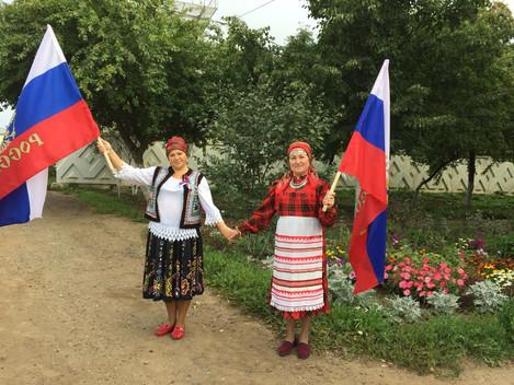 Друзья! Сотрудники Центра культуры и туризма поздравляют всех с праздником - Днём российского флага!