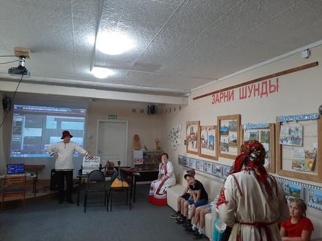 """Сегодня наш выставочный зал """"Зарни Шунды"""" посетили две группы детей пришкольной лагерной с"""