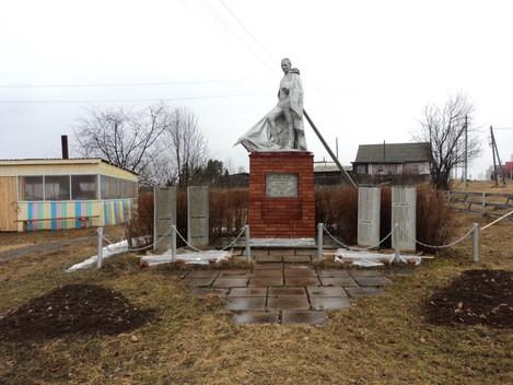 В преддверии празднования Дня Победы в Дебесском районе проводится благоустройство и уборка территор