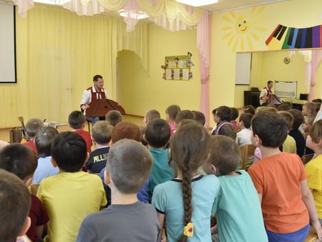 В детском саду №1, художественный руководитель Центра культуры и туризма «Сибирский тракт» Алексей Т