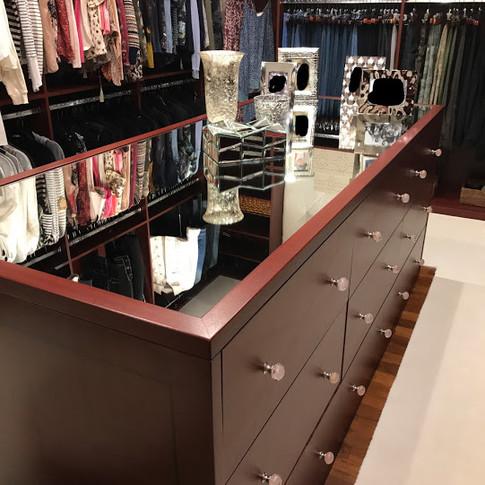 Ribbon Sapele Closet