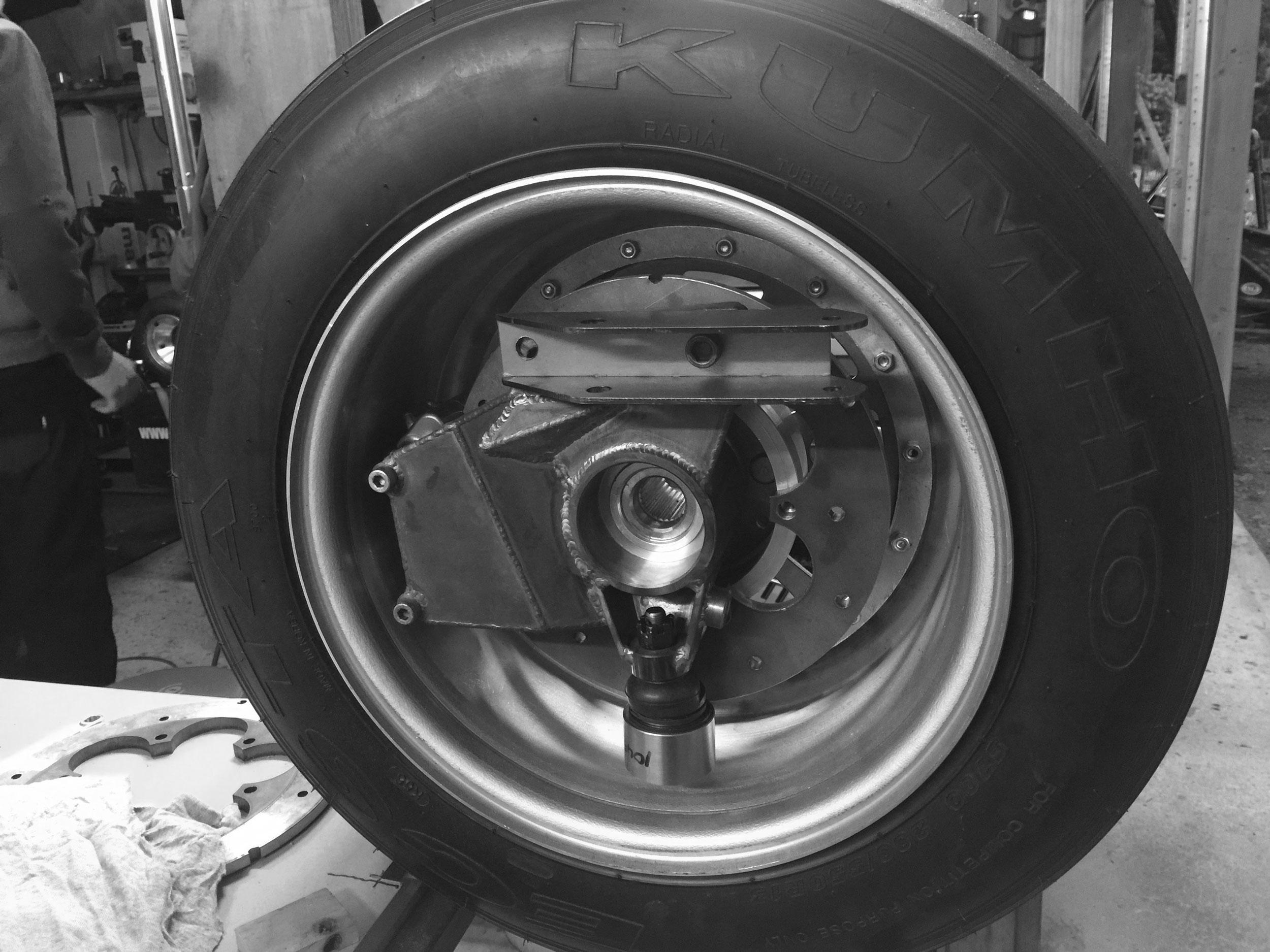 wheel-upright-bw-2500