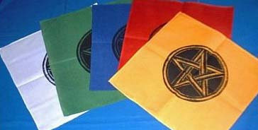 Magic doek wit met zwarte pentagram