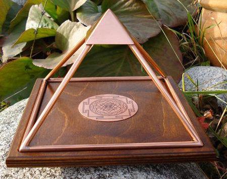 meru piramide 15 cm