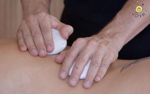 Massage-des-Rippenbereiches-mit-zwei-JOYA-Classic-Professional.jpg