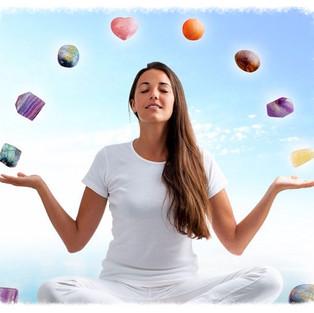 Wat is edelsteentherapie of het werken met edelstenen?