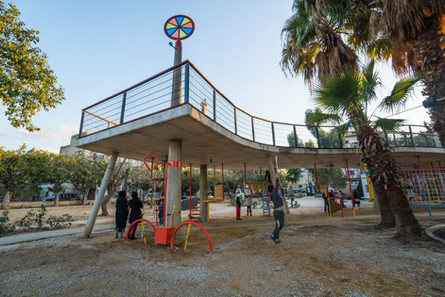 Karantina play garden :Discover and play under the bridge